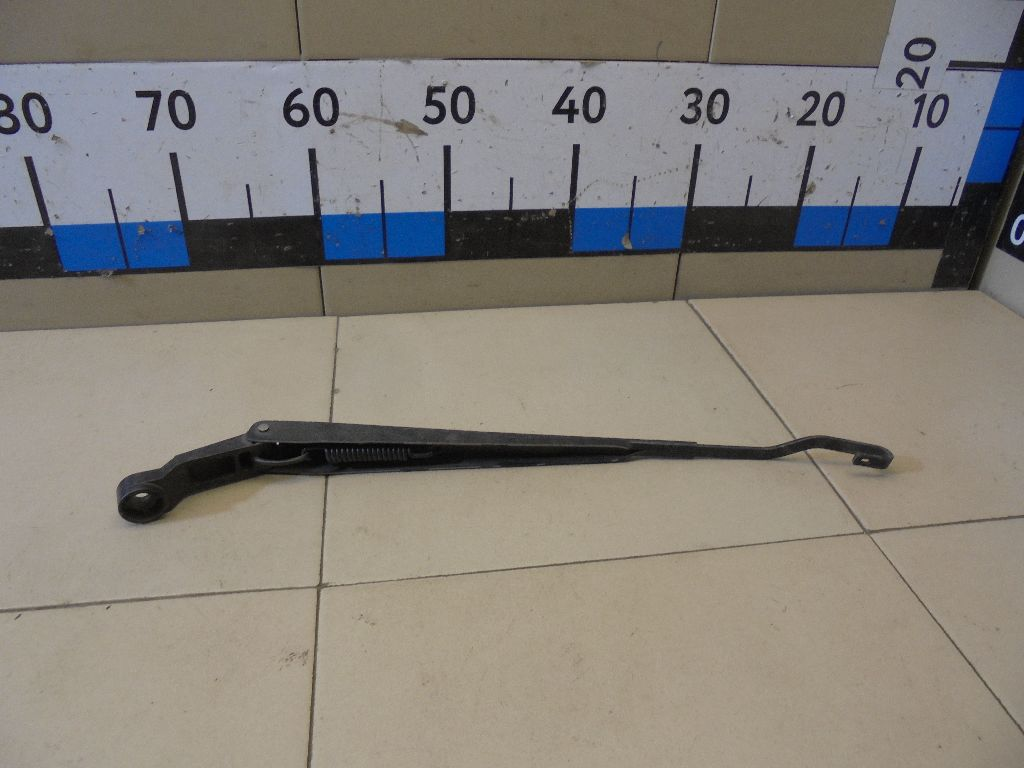 Поводок стеклоочистителя передний правый S215205141