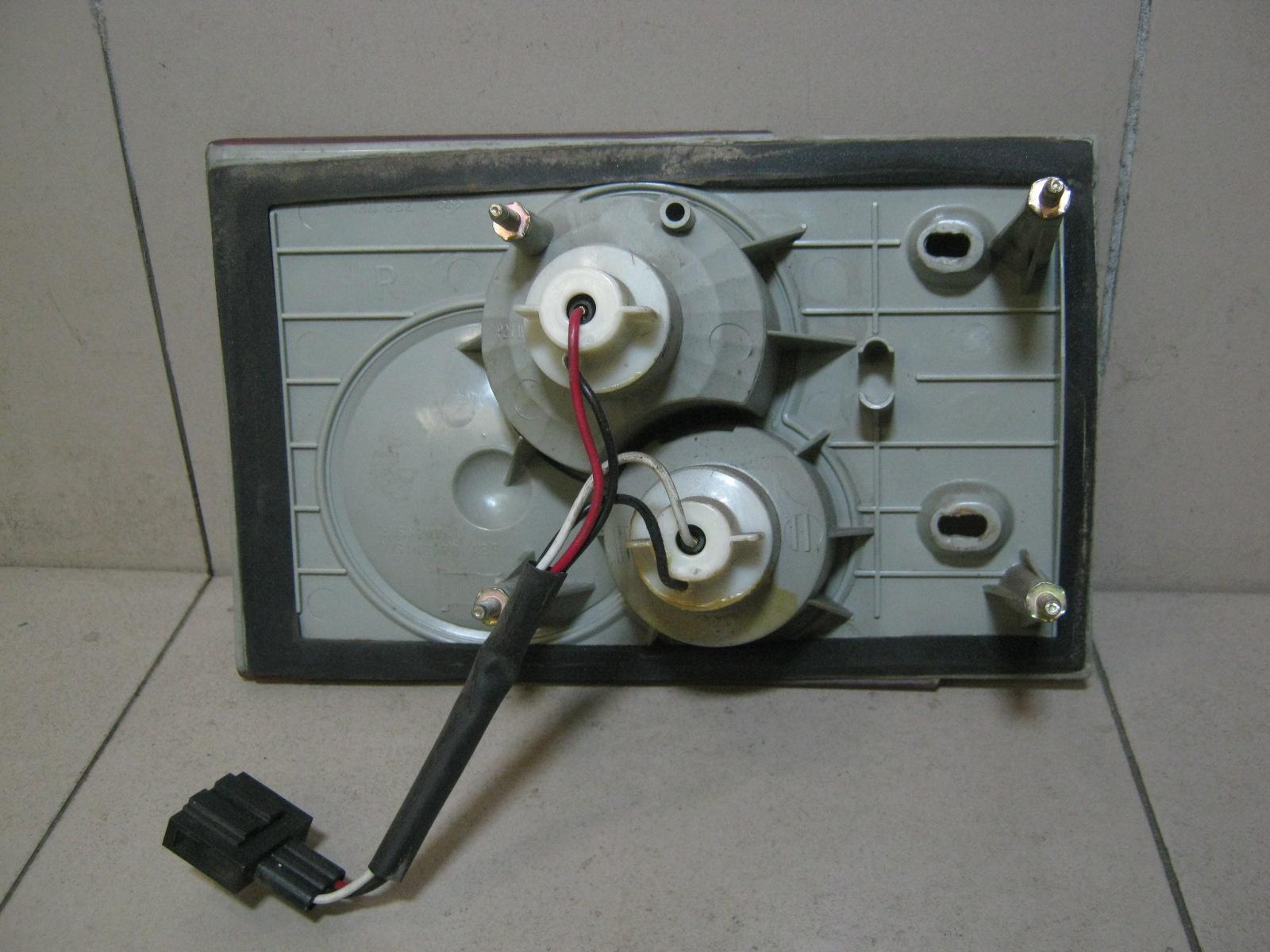 Фонарь задний внутренний правый A153773020BA фото 2