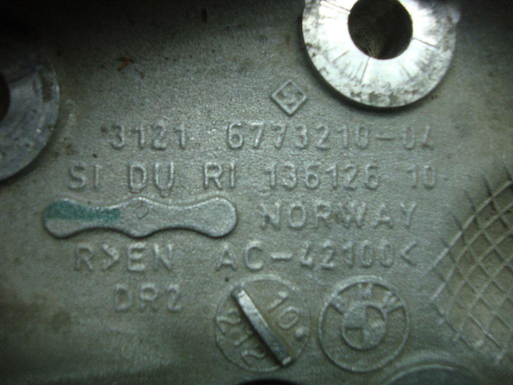 Кулак поворотный передний правый 31216793924