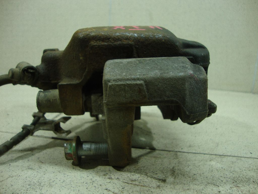 Суппорт тормозной передний левый 34116778145