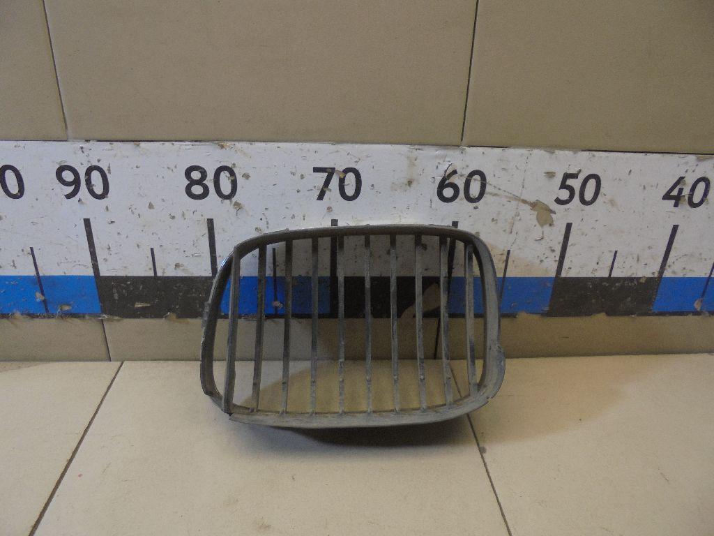 Решетка радиатора правая 51137005838