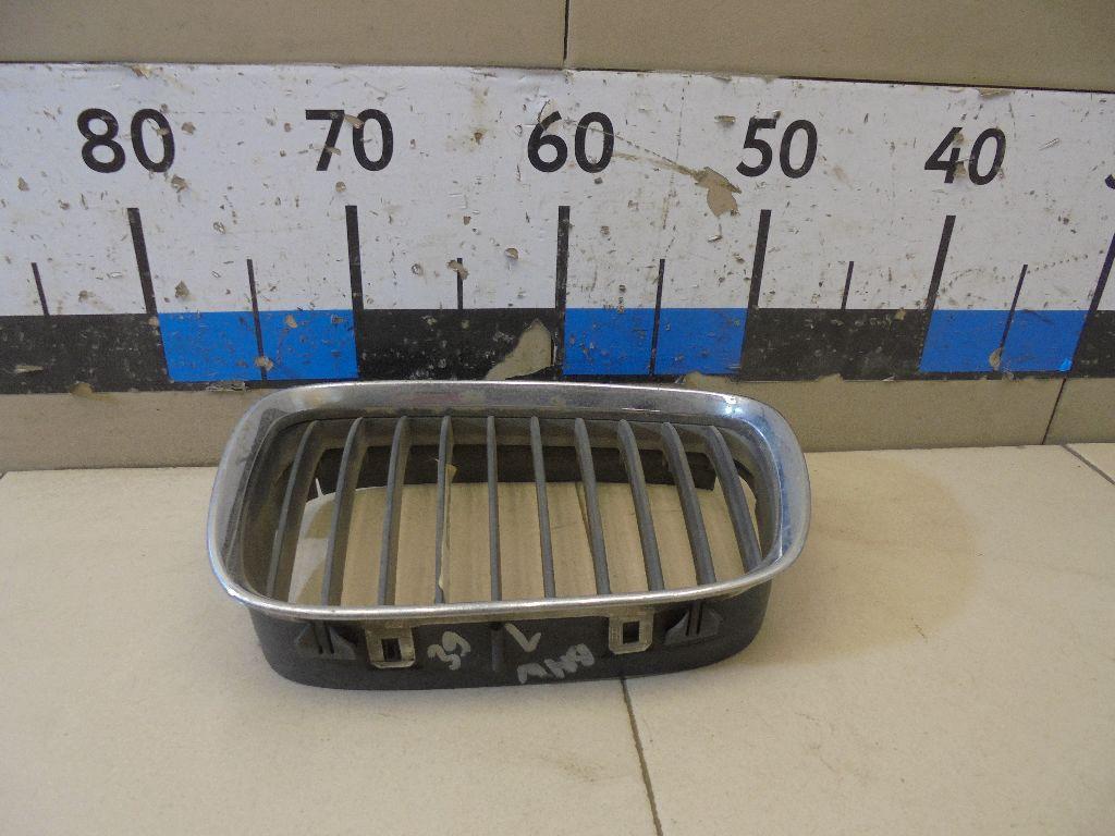 Решетка радиатора левая 51137005837