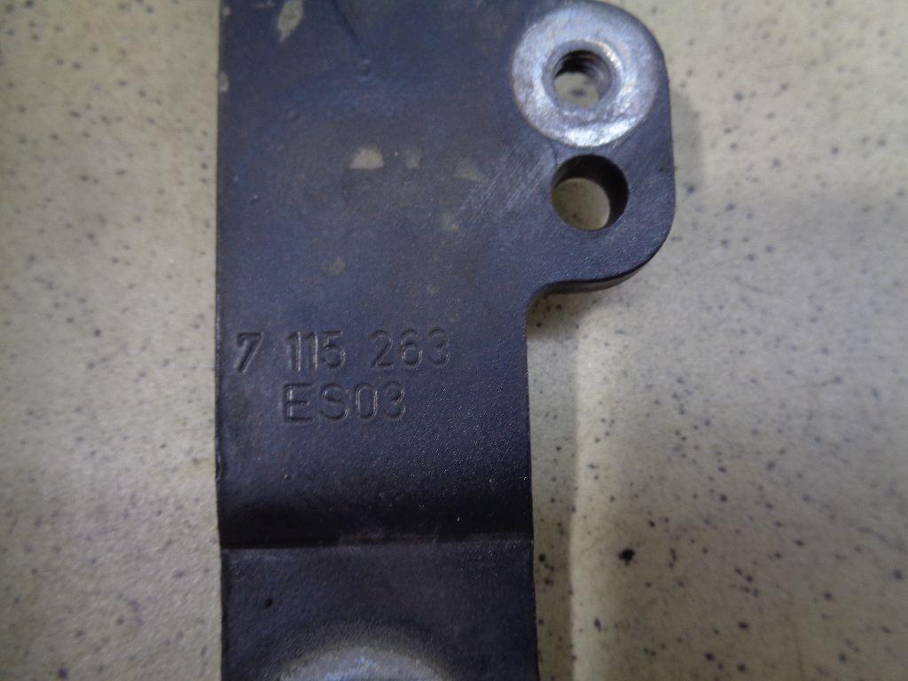 Петля капота левая 7115263