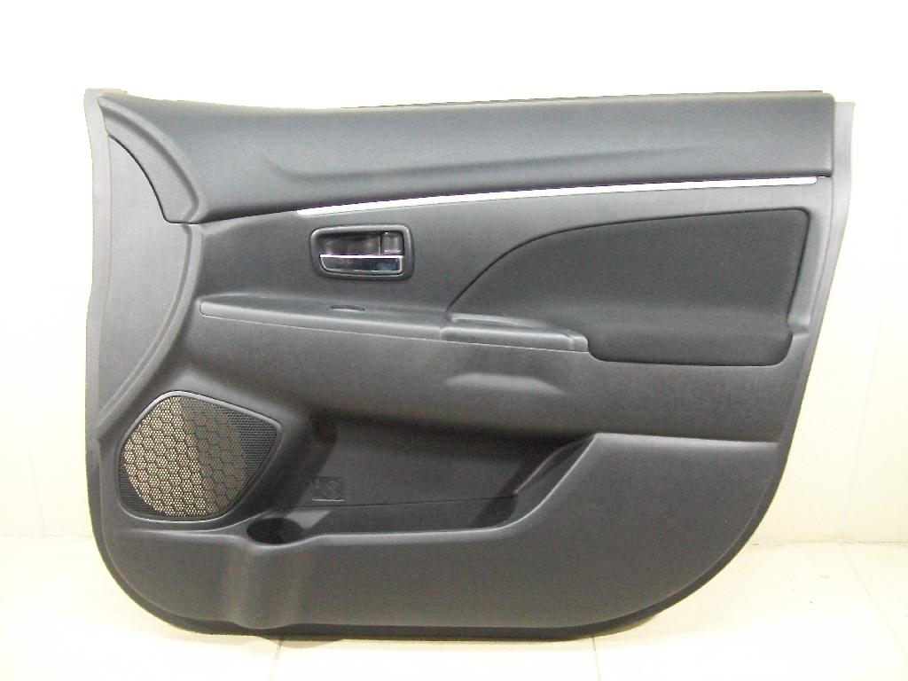 Обшивка двери передней правой 7221B204XD
