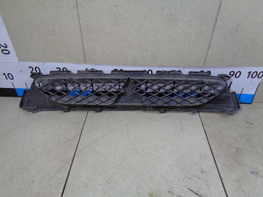 Решетка радиатора 6402A217