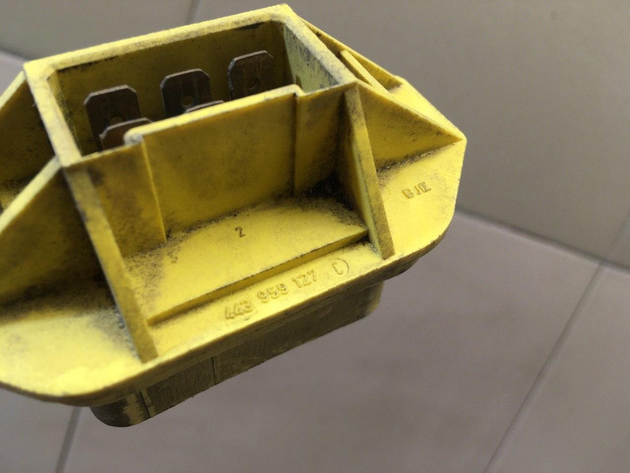 Резистор отопителя 443959127C