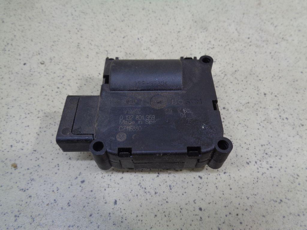 Моторчик заслонки отопителя 4F0820511A