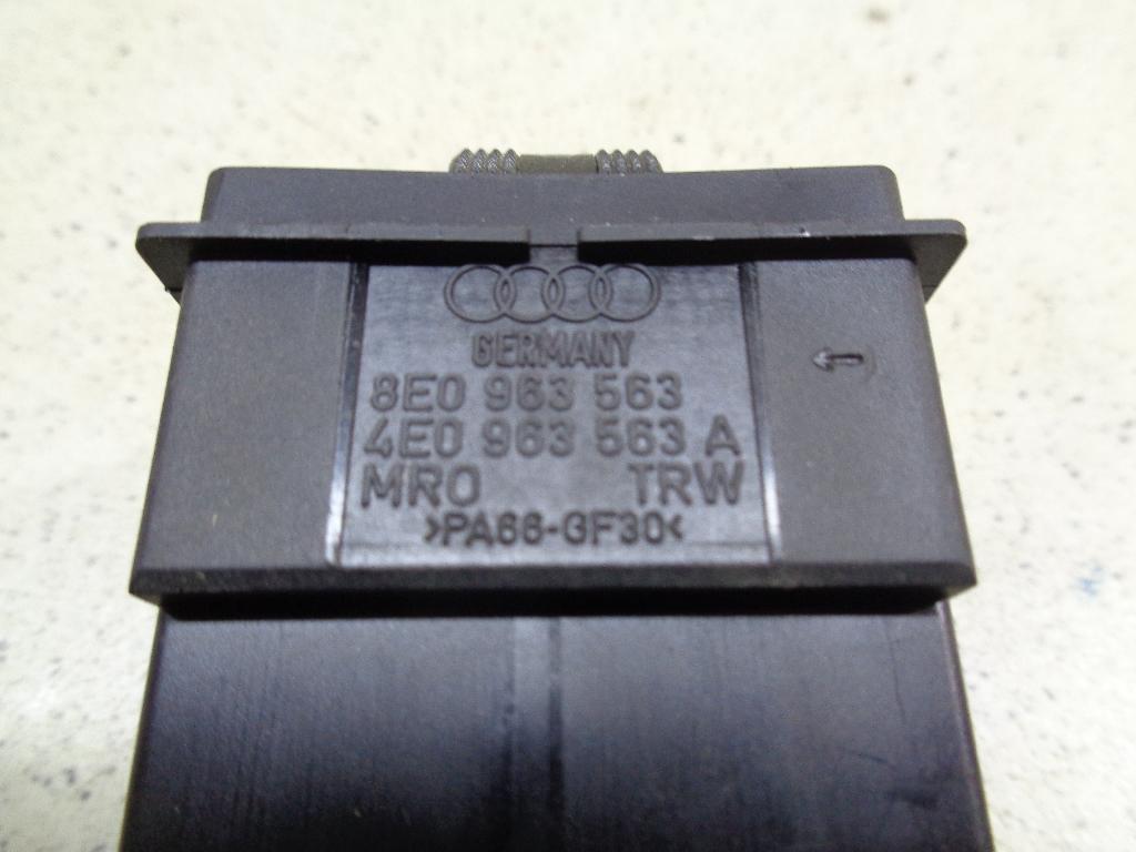 Кнопка обогрева сидений 8E0963563