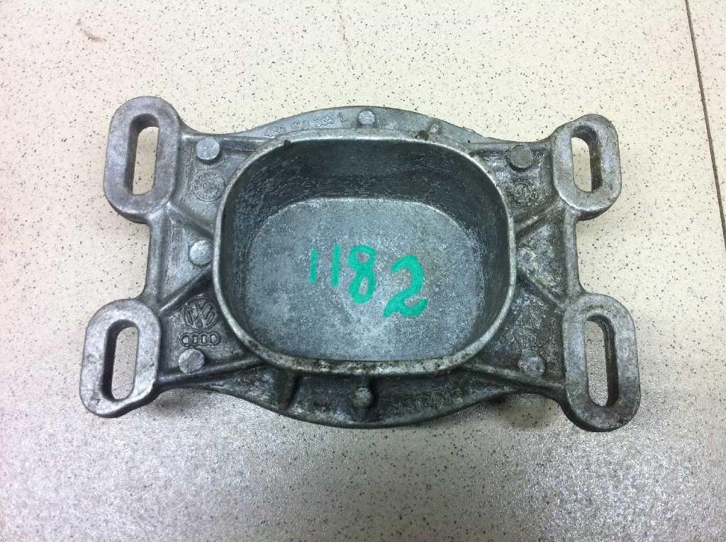 Кронштейн двигателя передний 4B0199335L