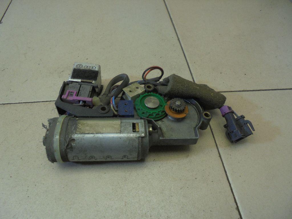 Моторчик люка 4A0959591C