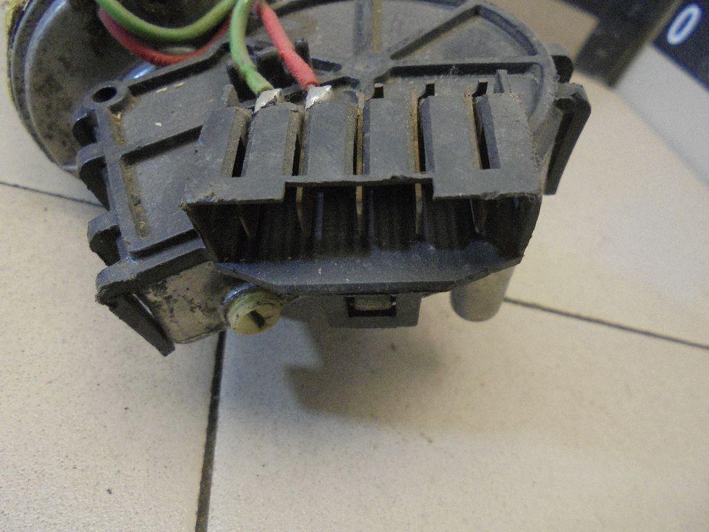 Моторчик стеклоочистителя передний 0390241097