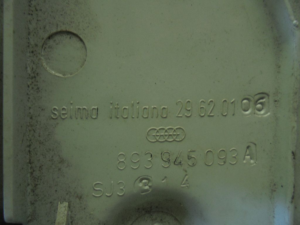 Фонарь задний внутренний левый 893945093A