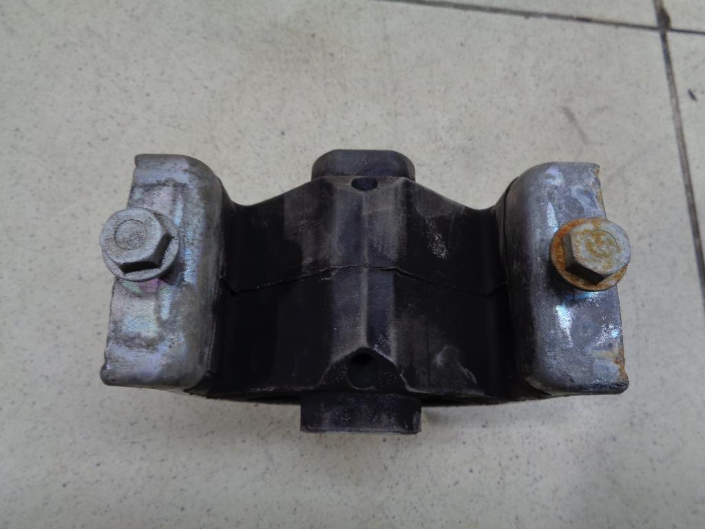 Опора двигателя передняя 7H0199848G